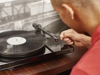 Have vinyl sales outperformed streaming in 2015?